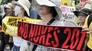 women protesters03